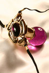 String bijou Fleur de Jouissance - Un bijou pénétrant troublant qui glisse entre vos lèvres et suit sensuellement toutes les positions de votre corps. Amusez vous à contracter vos muscles vaginaux... et laissez-vous aller au plaisir !