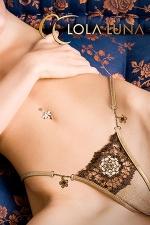 String Varna - Une rosace brod�e d'esprit baroque et deux fleurs bijou couleur miel, un string �tincelant.