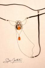 String Scarab�e Sacr� - argent - Un string bijou talisman, avec un scarab�e sacr� d�licatement pos� sur le pubis.