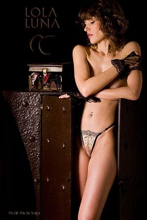 Précieux et sensuel, le mariage de la dentelle et des perles.