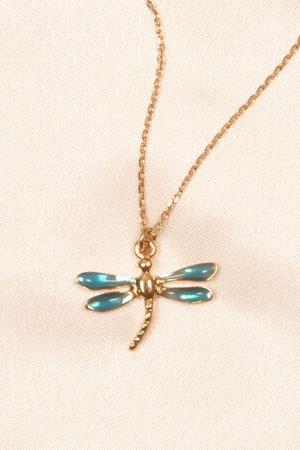 Un bijou libellule qui illumine la cheville de mille scintillements.