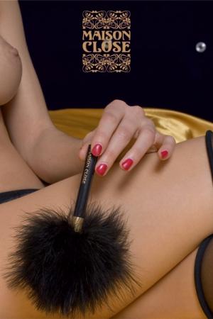 Un petit plumeau de marabou, pour prodiguer de légères caresses enivrantes...