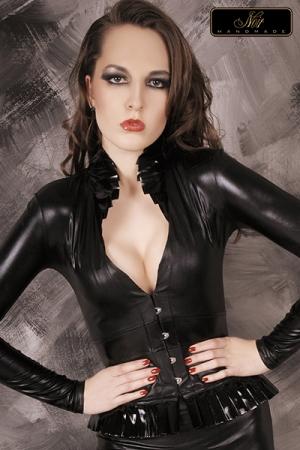 Top blazer Faustine : Un magnifique blazer au style extravagant et sophistiqu�, destin� � sublimer le d�collet�.