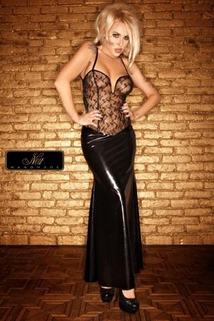 Robe longue Diva : Un bustier de tulle parsem� d'un plumetis de paillettes, et une jupe longue moulante sur les hanches... une robe de Diva.