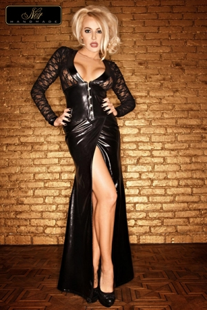 Robe longue Lady : Une robe longue magnifique et sophistiqu�e en dentelle et wetlook au noir intense.